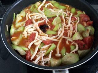 番茄炒丝瓜➕一川红绿醉春时,调味:加入一汤匙蚝油