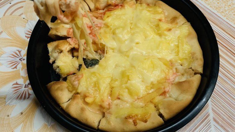 菠萝芝士卷边披萨(10寸量),趁热吃,拉丝不错。