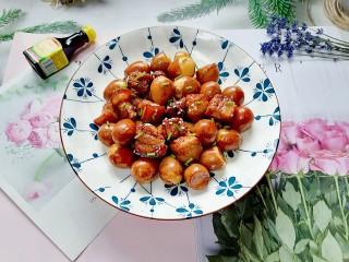 红烧鹌鹑蛋,拍上成品图,一道美味又营养的红烧鹌鹑蛋就完成了。