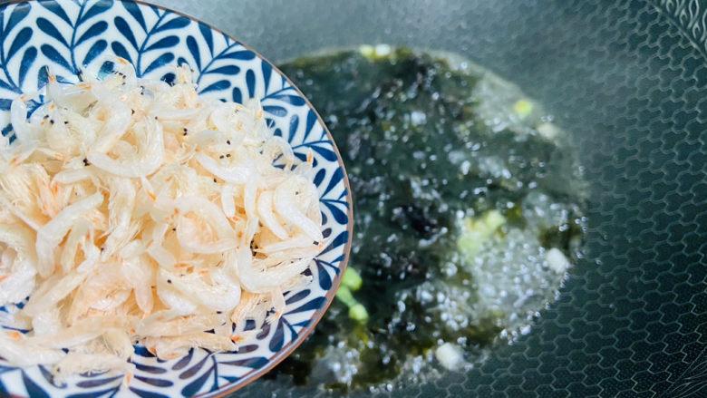 紫菜虾皮汤,放入虾皮