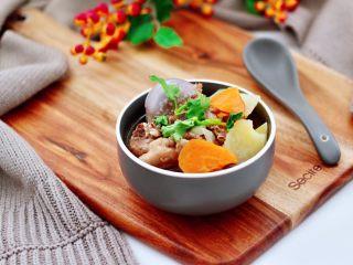 筒骨土豆胡萝卜汤