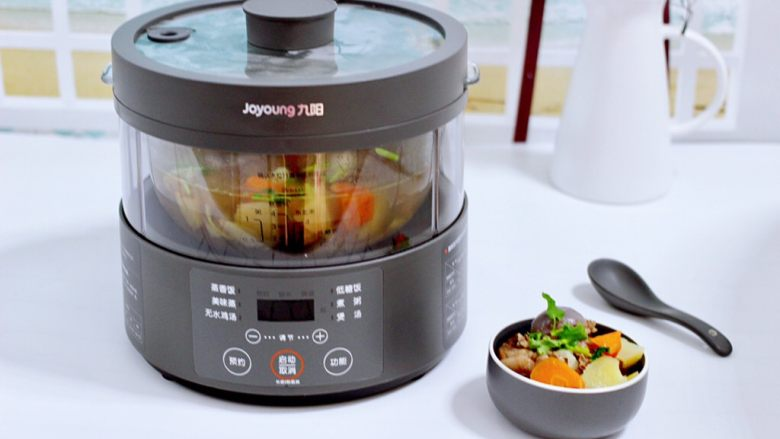 筒骨土豆胡萝卜汤,营养丰富又鲜香浓郁。