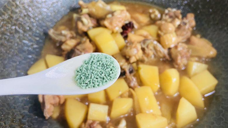 三黄鸡炖土豆,蔬之鲜调味
