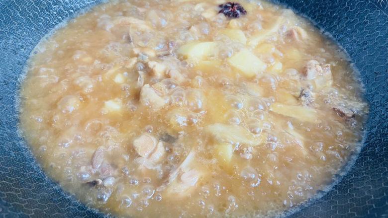三黄鸡炖土豆,大火烧开转中小火焖煮二十五分钟
