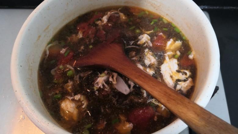 紫菜虾皮汤,搅拌均匀后,关火