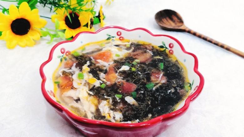 紫菜虾皮汤,盛出上桌