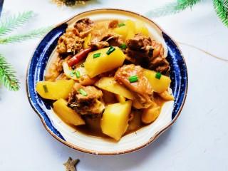 三黃雞燉土豆