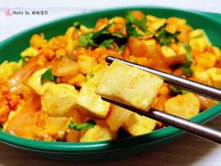 豆腐炒鸡蛋,豆腐入口即化混搭着鸡蛋的浓香和辣白菜的酸辣简直是让人回味无穷