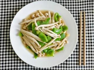 素炒白玉菇,出锅装盘
