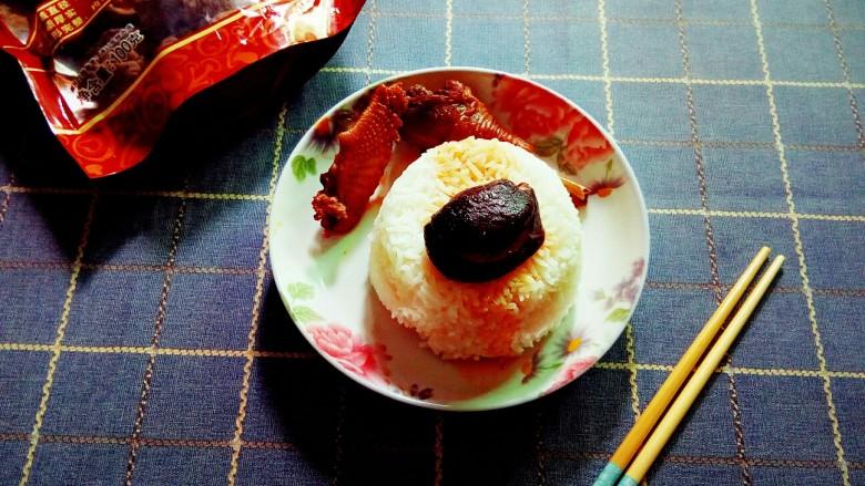 香菇焖鸡,久违的香菇焖鸡套饭。