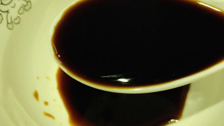 红烧鳊鱼,趁炸鱼的时候,调一碗料汁,2勺<a style='color:red;display:inline-block;' href='/shicai/ 692'>酱油</a>