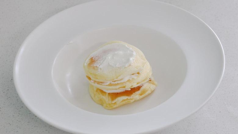 平底锅舒芙蕾,每一层都抹上奶油
