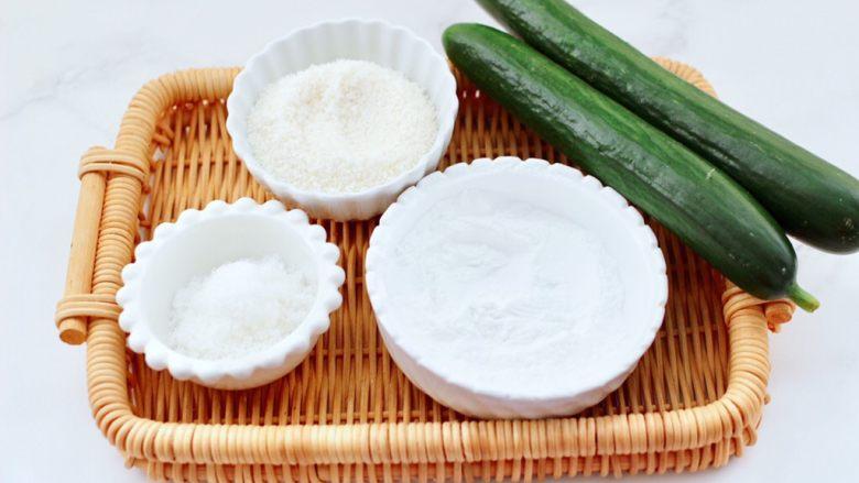 椰蓉黄瓜冻,首先备齐所有的食材并称重。