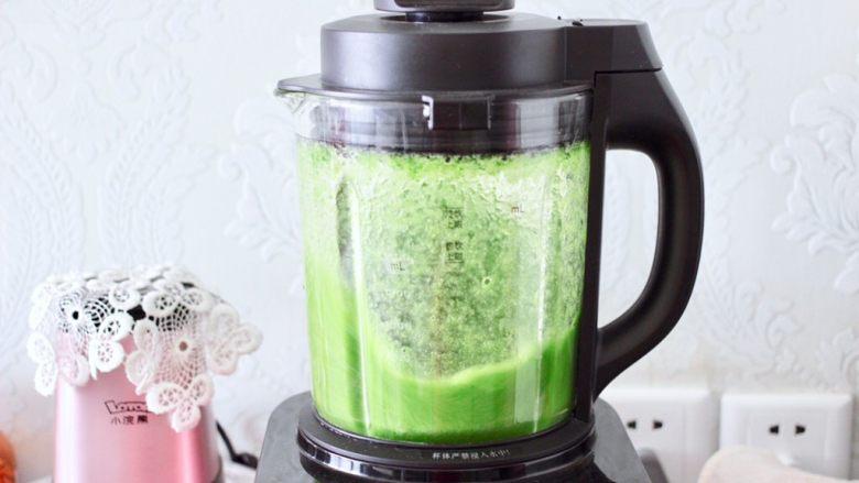 椰蓉黄瓜冻,启动榨汁模式榨好汁。