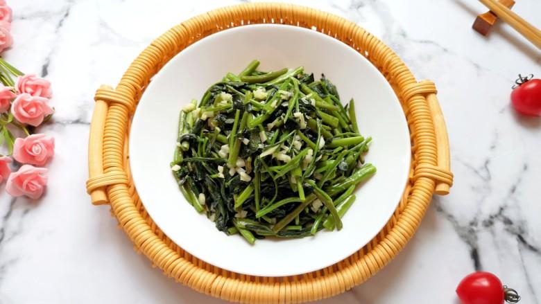 蒜蓉空心菜,很适合夏天吃。