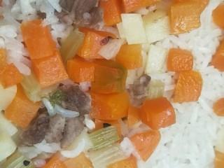 土豆焖米饭