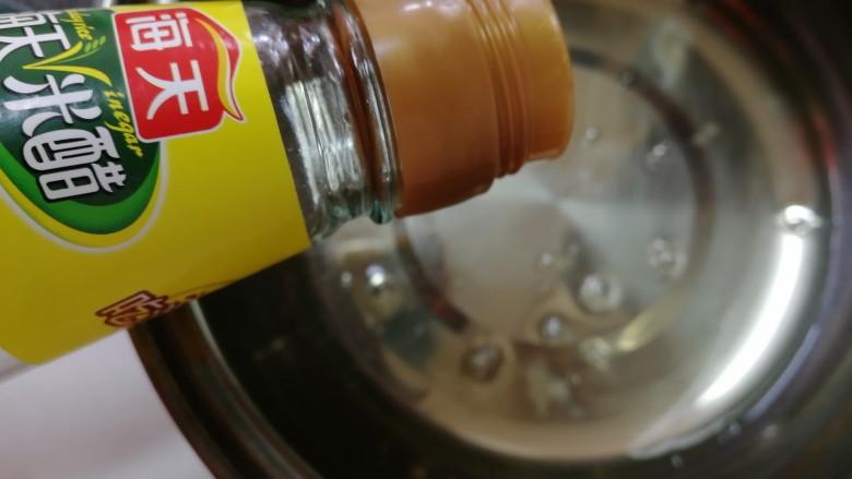 纸杯酸奶蛋糕,蛋白里加几滴<a style='color:red;display:inline-block;' href='/shicai/ 793'>米醋</a>。