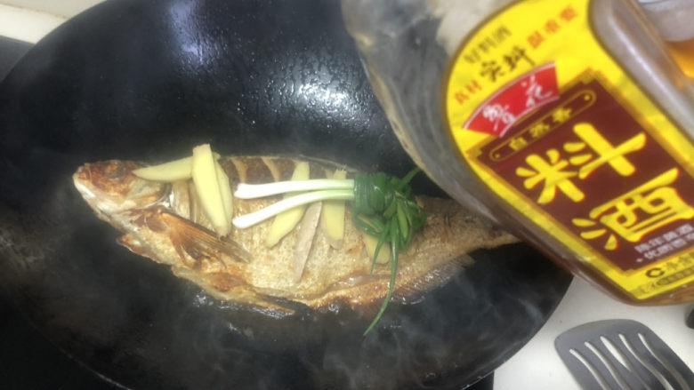 红烧鳊鱼,加料酒,这些可以去除鱼的腥气