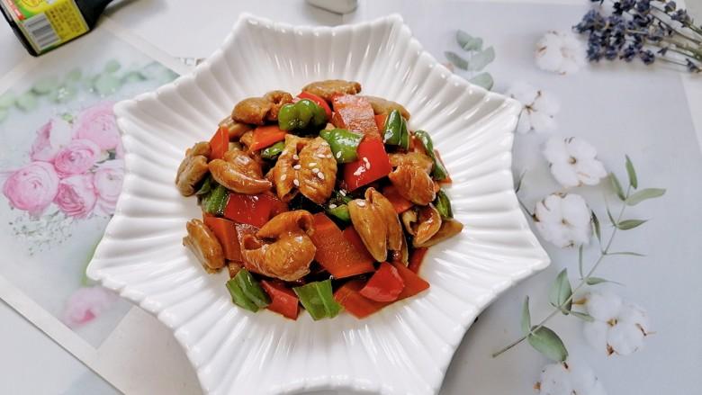 尖椒肥肠,拍上成品图,一道美味的尖椒肥肠就完成了。