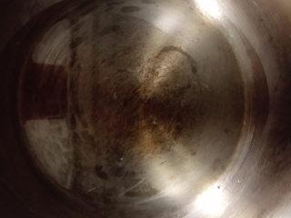 十三香牛腩土豆,高压锅中放油