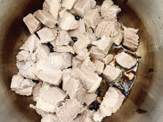 十三香牛腩土豆,放入牛肉粒