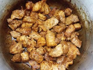 十三香牛腩土豆,翻炒2分钟