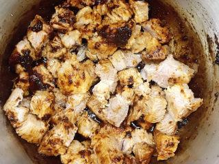 十三香牛腩土豆,翻拌均匀