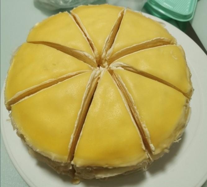 榴莲千层蛋糕,榴莲千层蛋糕就做好了,把做好的蛋糕放入冰箱冷藏,1到2个小时定型