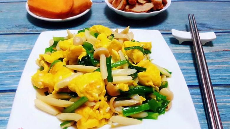 白玉菇炒鸡蛋,搭配炸馒头和肉参一起吃太棒了