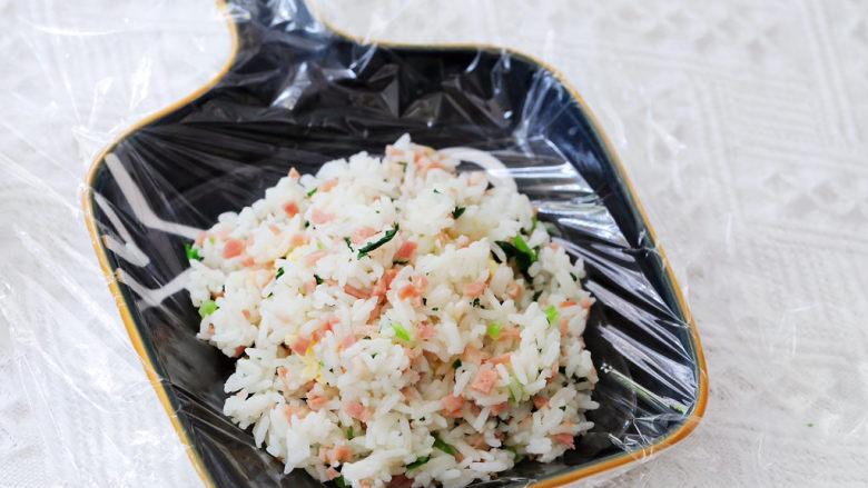 培根青菜烤饭团,最后再盖上一层米饭