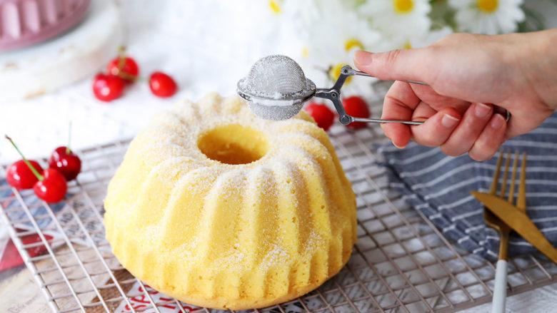 咕咕霍夫海绵蛋糕,撒上防潮糖粉