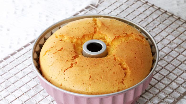 咕咕霍夫海绵蛋糕,取出晾凉无需倒扣