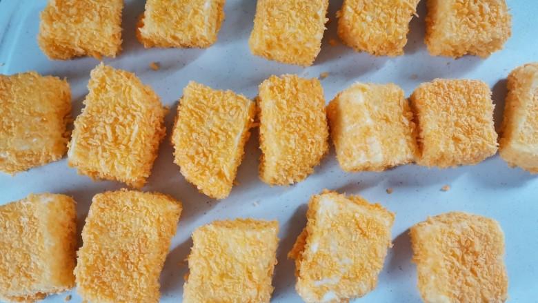 炸奶冻,全部裹上面包糠