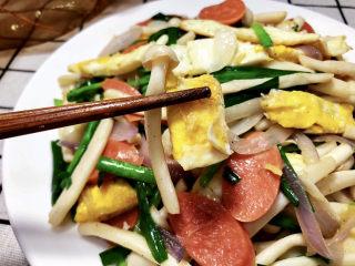 白玉菇炒鸡蛋➕春至花如锦,成品,这道菜做饭简单快速,食材普通,咸鲜味美,营养丰富,喜欢的小伙伴们快来试试看吧😄