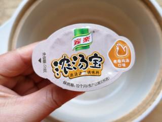 苋菜豆腐汤,准备一个老母鸡汤口味的浓汤宝。