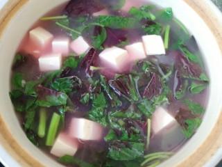 苋菜豆腐汤,大火烧开。