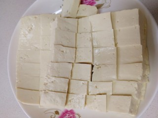 家常烧豆腐,切小块。