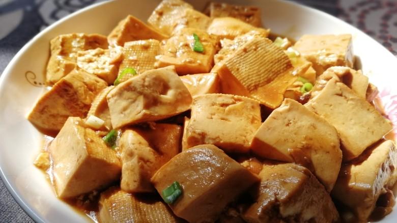 家常烧豆腐,盛盘