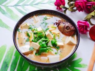 豆腐鱼头汤,成品图