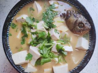 豆腐鱼头汤,装碗