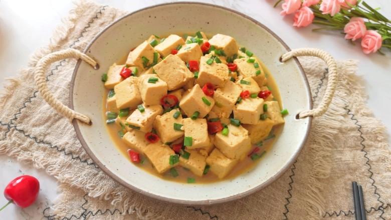 家常烧豆腐,连汤汁都特别好吃。