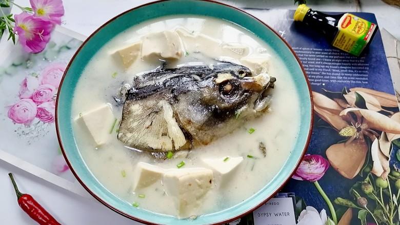 豆腐鱼头汤,拍上成品图,一道鲜美的豆腐鱼头汤就完成了。