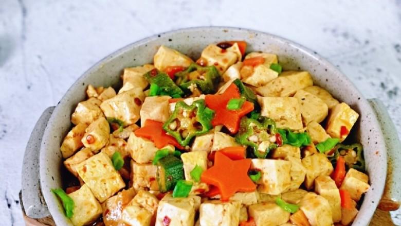 家常烧豆腐,老少皆宜的一道家常菜,好吃极了。