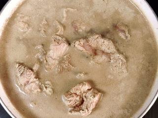 牛腱子炖萝卜,焯水几分钟