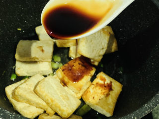 家常烧豆腐,加酱油