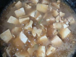 家常烧豆腐,搅拌均匀