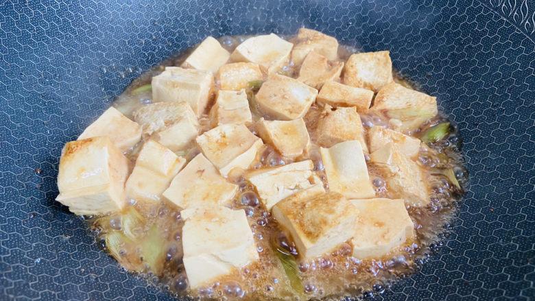 家常烧豆腐,中小火焖煮五分钟