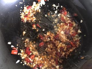 干煸豇豆,倒入调好的料汁翻炒均匀
