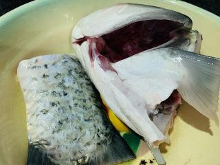 豆腐鱼头汤,鱼头洗净