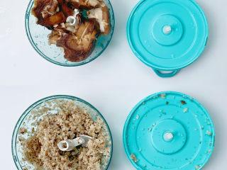 宝宝爱吃的营养丰富素包子(多种食材),香菇捏干水分放入拉拉神器中拉碎